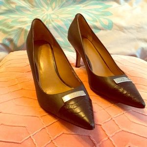 Classy black Coach heels with toe detail fit sz 9